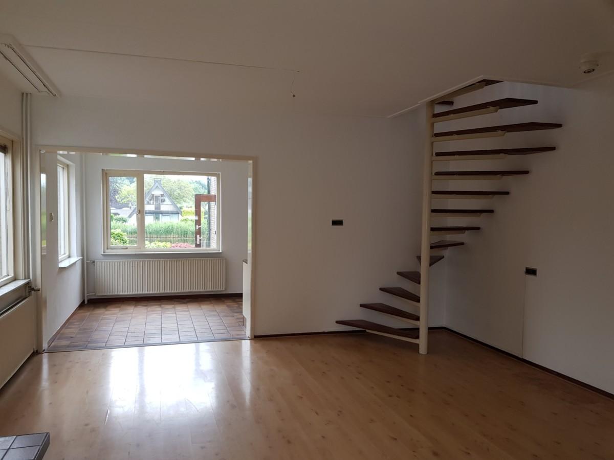 Trap In Woonkamer : Lange burchwal woonkamer met open trap goudriaan vastgoed
